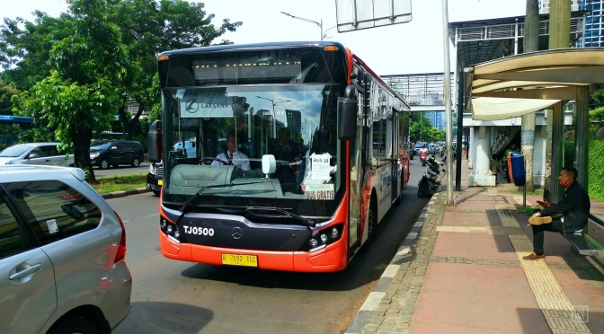 MERCEDES BENZ Y ALLISON ENTREGAN 250 BUSES EN INDONESIA