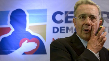 Alvaro uribe precandidatos presidenciales