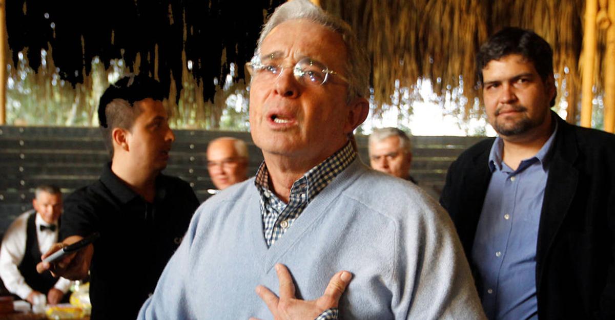 El Espectador señala a Uribe de irresponsable por tuit sobre atentado en Bogotá