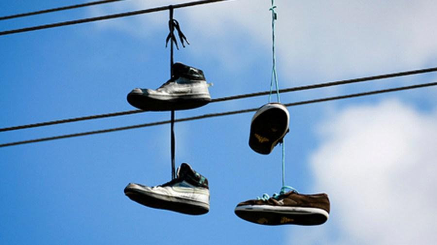 zapatos tenis cuerdas electricas