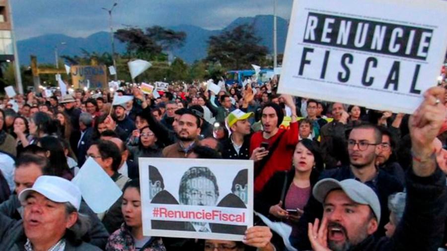 renuncie fiscal marcha colombia