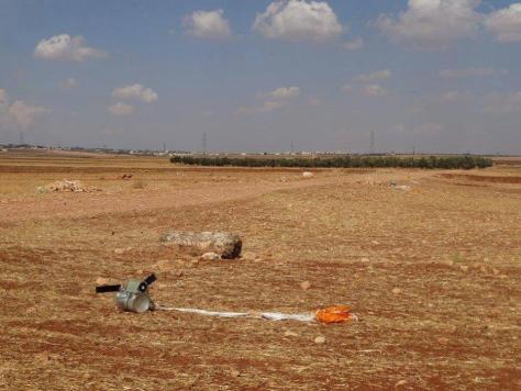 Las submuniciones SPBE descienden con un paracaídas y están diseñadas para detectar vehículos blindados. © 2015 Shaam News Network