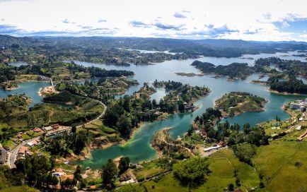 Tour a Guatapé y Piedra del Peñol desde Medellín - Planea tu viaje a Colombia - ColombiaTours.Travel