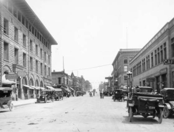 Pueblo business district looking east on 4th Street, 1910-1920.