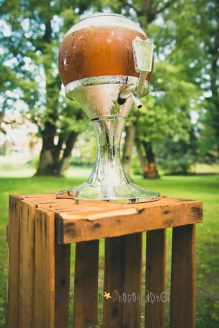 colores-de-boda-12-rincon-cerveza-cajas-antiguas