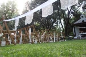 colores-de-boda-13-banderita-pasillo-ceremonia-laura-cesar