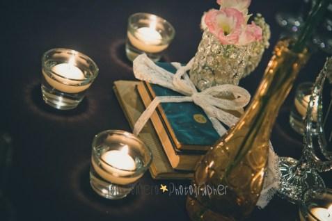 colores-de-boda-63-centro-mesa-libros-botellas-velas