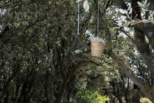 colores-de-boda-83-organizacion-bodas-decoracion-suspendida-jaulas-cestos-3