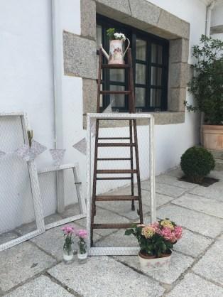 colores-de-boda-decoracion-rincon-tocados-vintage-malla-gallinero