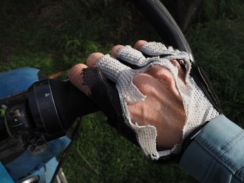 Soll ich mir neue Handschuhe zutun?