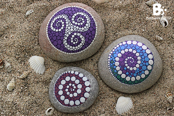 DIY Mandala Stones Tutorial by colorful-crafts.com