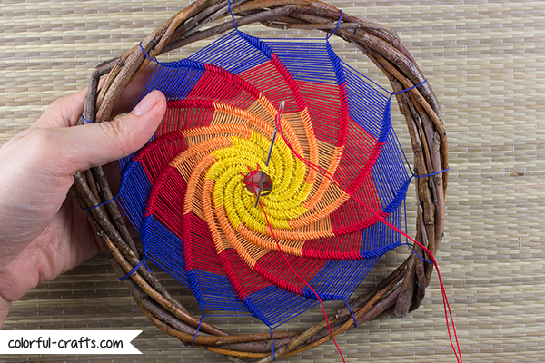 How to make a spiral dreamcatcher / colorful-crafts.com DIY Tutorial