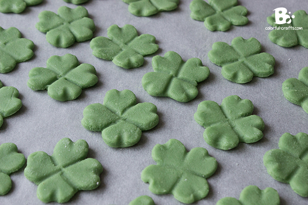 DIY marzipan clover tutorial