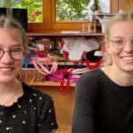 Paula (12, links) und ihre Schwester Emily (16) sind jüdisch, aber nicht religiös. / Foto: ZDF und Jan Tenhaven