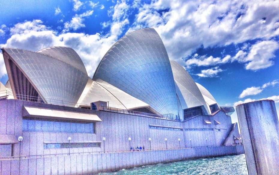 Das Opernhaus - aufgenommen vom Meer