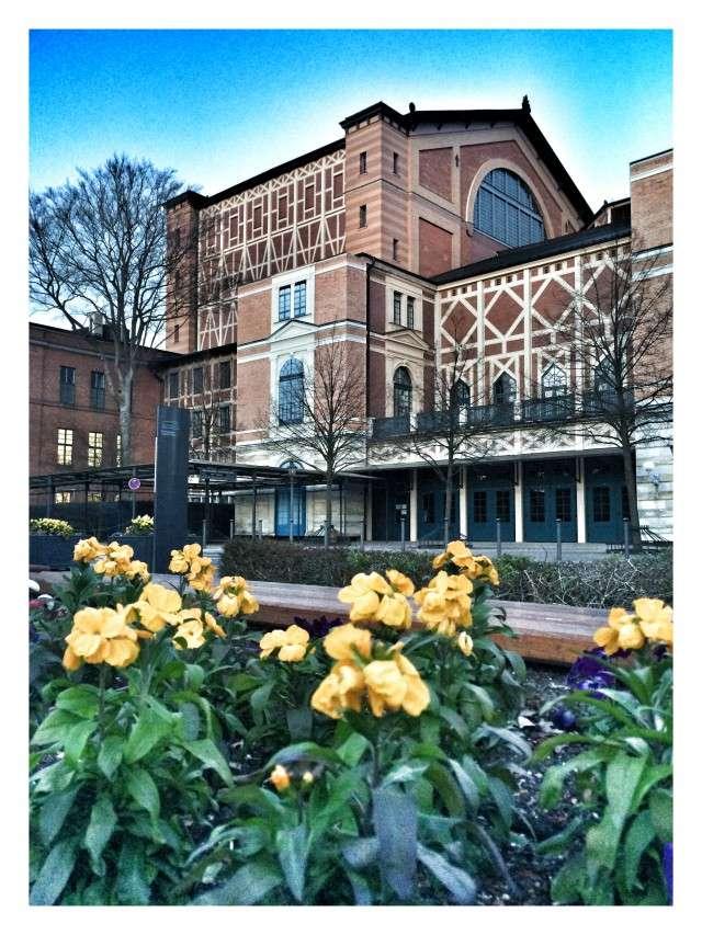 Seitenansicht Festspielhaus Bayreuth