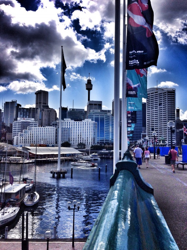 Darling Harbour - in der Mitte: Fernsehturm Sydney Tower