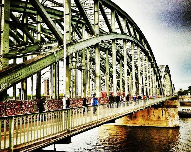 Die Hohenzollernbrücke mit 200.000 Schlössern