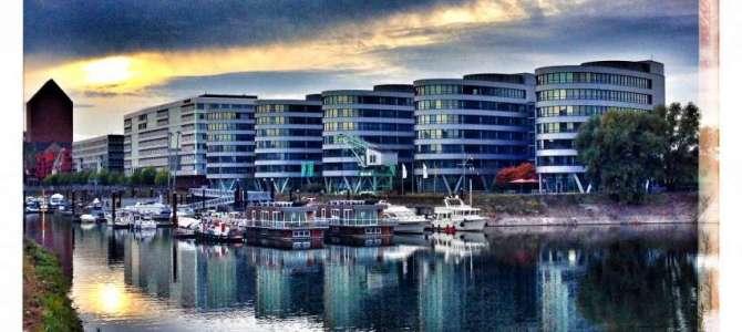 Duisburg Innenhafen – Marina, Five Boats, WDR und Hitachi