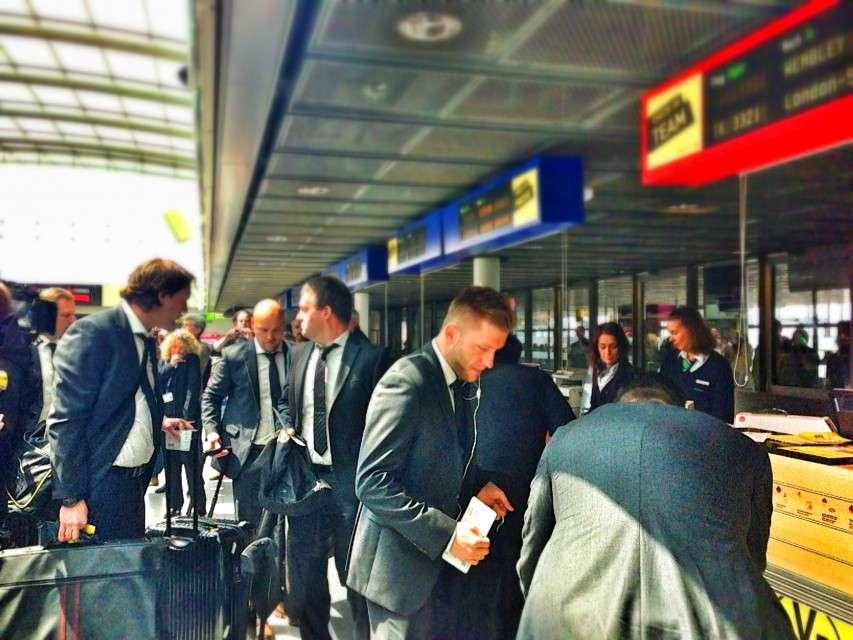 BVB-Team beim Check-In in Dortmund (vor dem Championsleague-Finale 2013)
