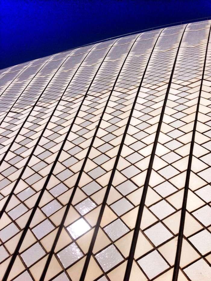 Das Opernhaus besteht aus Millionen kleiner Kacheln