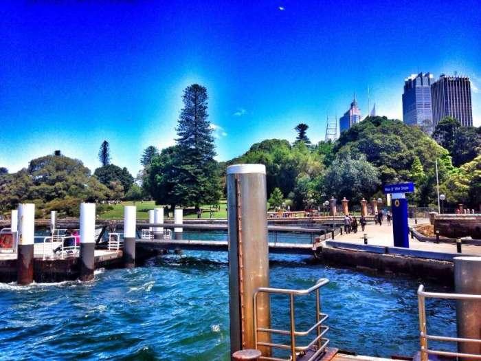 Der Botanische Garten liegt direkt am Wasser neben der Oper