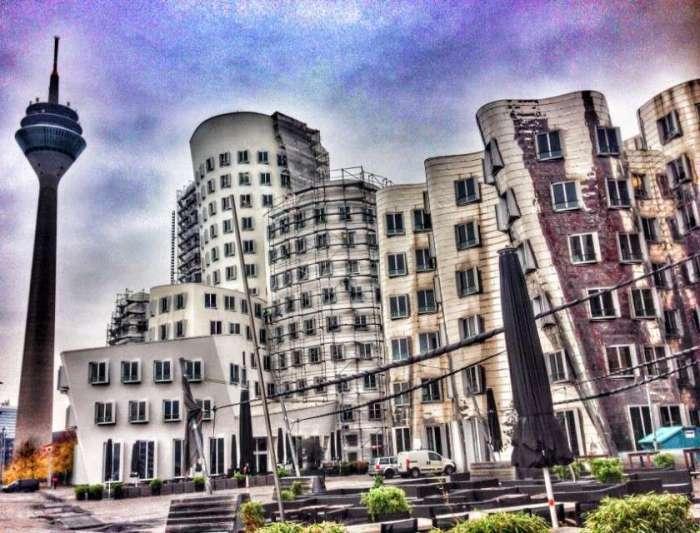 Gehry-Bauten mit Fernsehturm