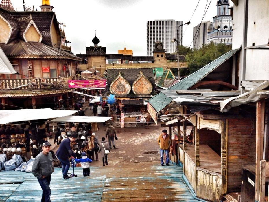 Handwerkermarkt mit Holz-Kulisssen