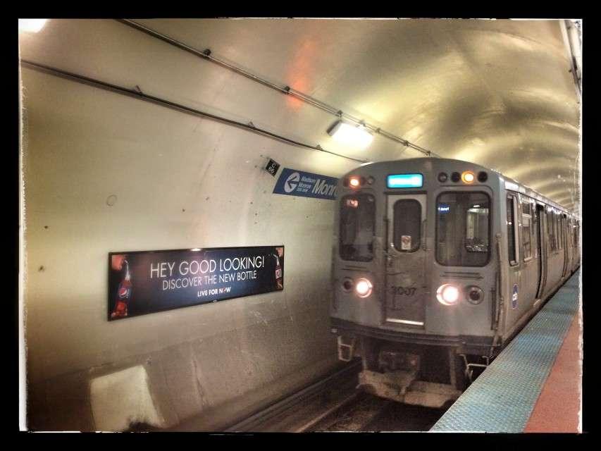 Einige Haltestelle liegen auch bei der Hochbahn unterirdisch