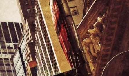 Straßenschild der Wall Street vor der Börse in New York
