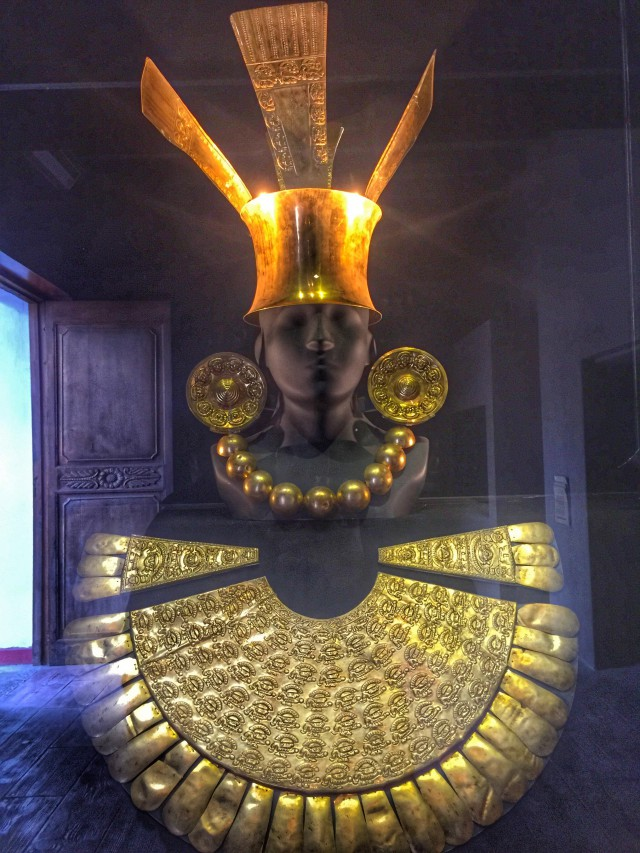 Goldene Inka-Büste in einem Museum in Lima
