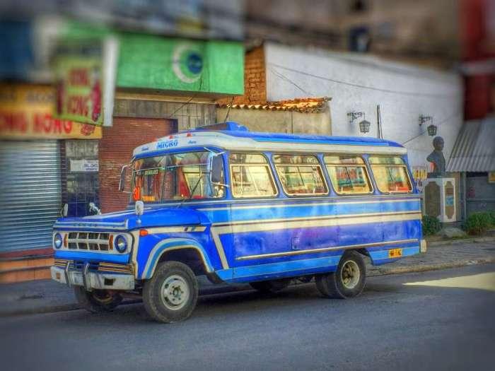 Alter Dogde-Bus made in Brasil in den Straßen von La Paz