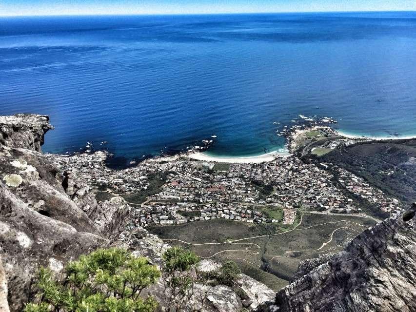 Am Kap wird Afrikaans gesprochen - Blick vom Tafelberg auf Kapstadt