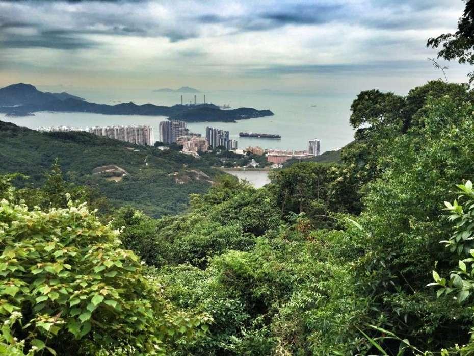 Blick auf Aberdeen auf der anderen Seite von Hongkong Island