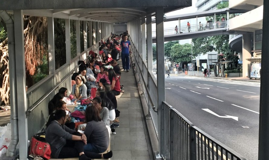 Partys auf Pappkartons – Sonntag in Hongkong