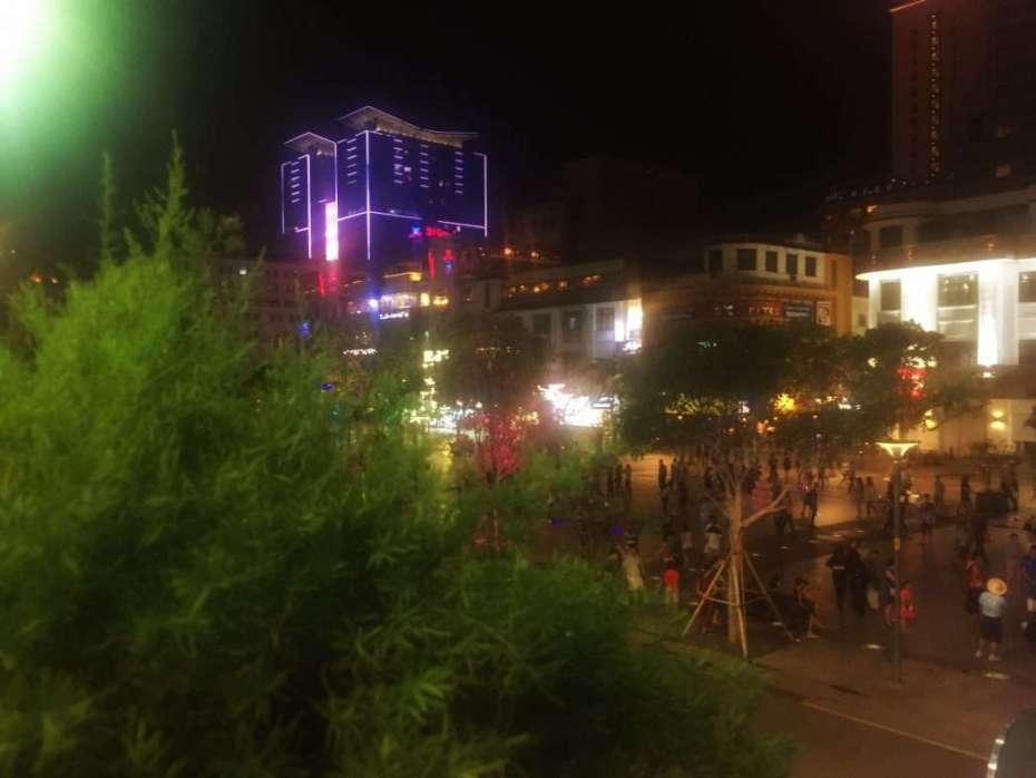 Blick auf die Fußgängerzone am Samstagabend