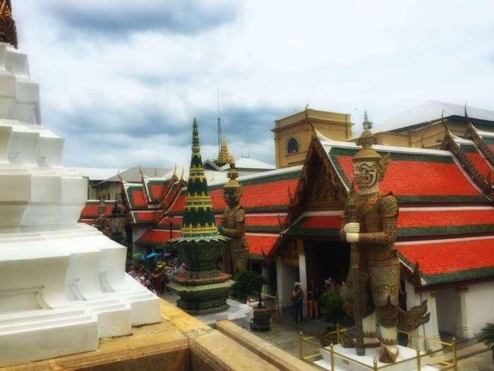 Blick vom Tempel auf das Schloss-Gelände