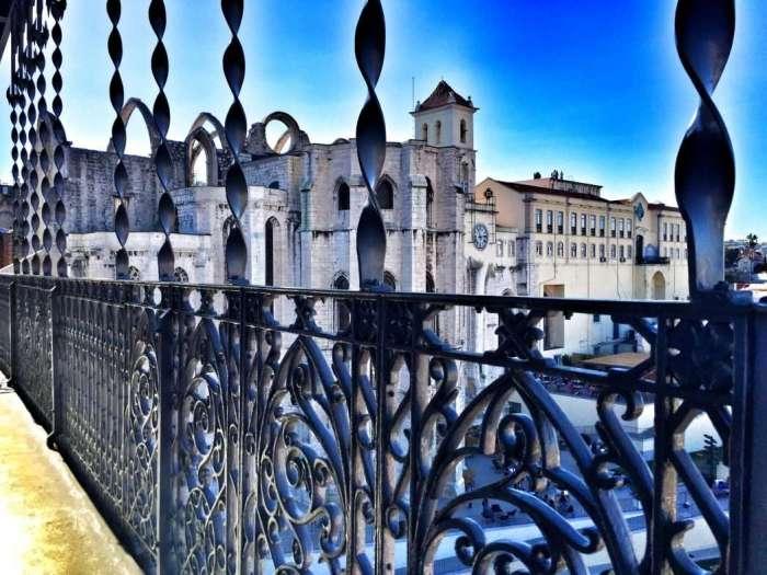 Blick vom Elevador auf die Kirche