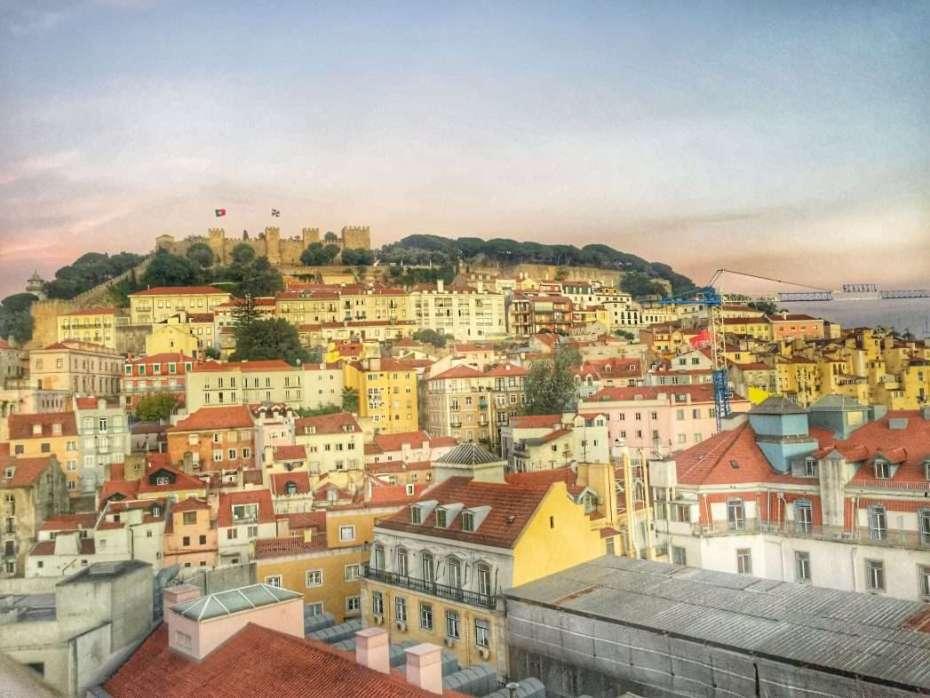 Blick von einer Skybar auf die Altstadt und die Burg