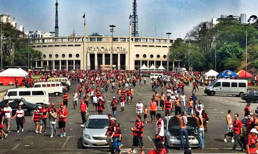 Das brasilianische Fußballmuseum und das Stadt-Stadion in Sao Paulo