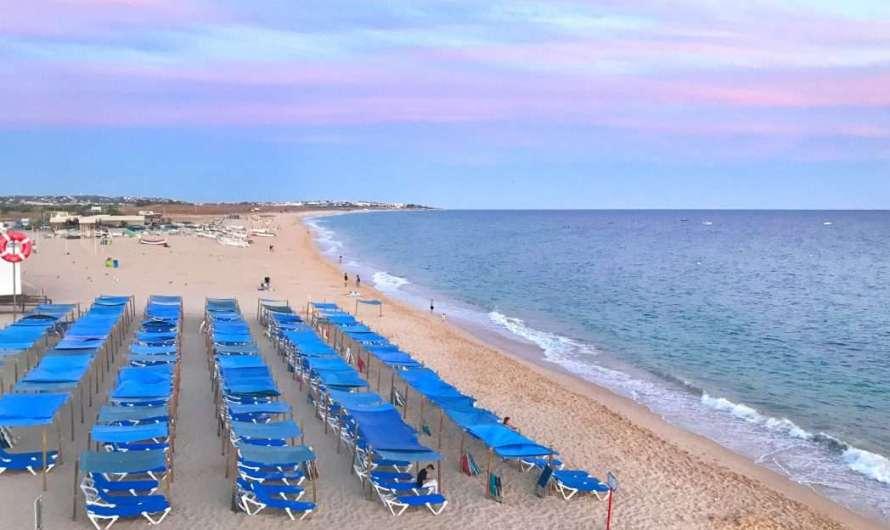 Armacao de Pera an der Algarve – breiter Sandstrand und schöne Restaurants