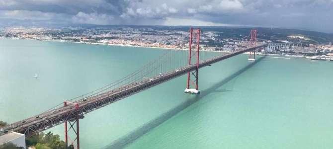 Die Brücke 25. April in Lissabon