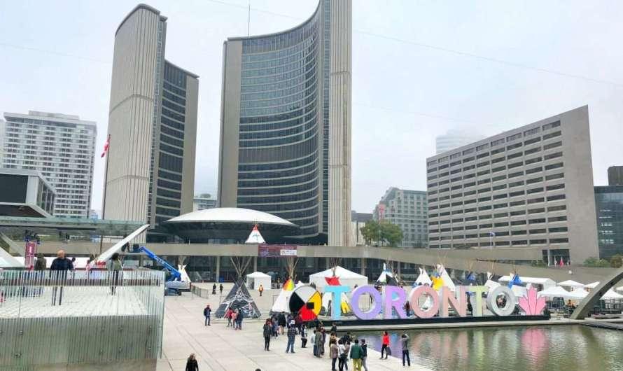Das Toronto-Zeichen und das Rathaus