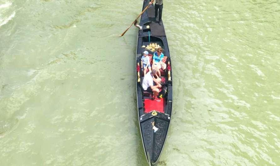 Mit der Gondel durch Venedig