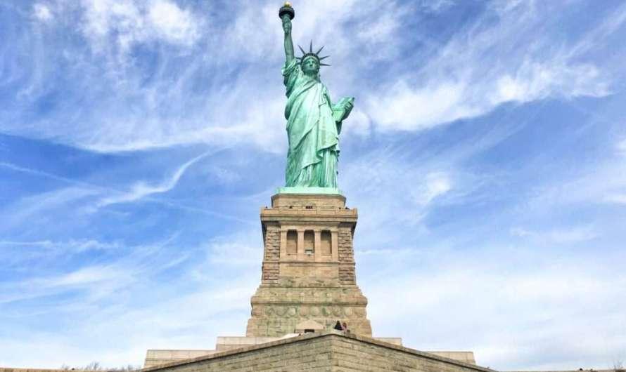 Zur Freiheitsstatue und nach Ellis Island