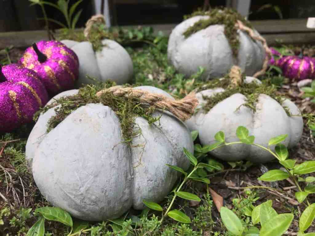 Decorate the concrete pumpkins with glitter pumpkins. How to make concrete pumpkins DIY fall decoration