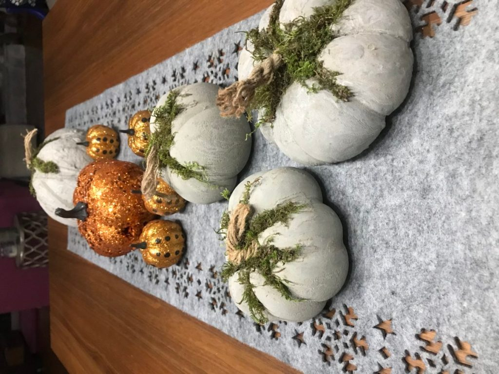 Pumpkins on the dining table - pumpkin decorating ideas.