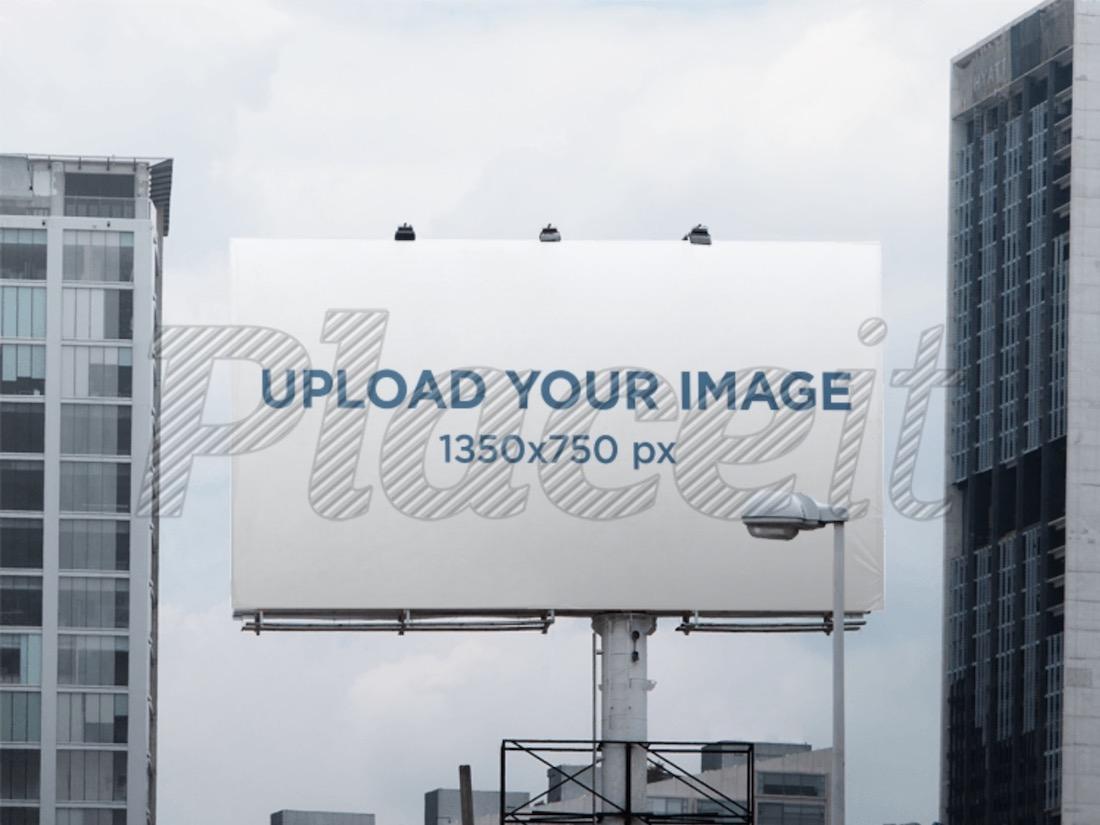 maqueta de cartelera en un paisaje urbano