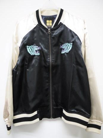 insight-satin-bomber-jacket-tiger-blk-lady-07