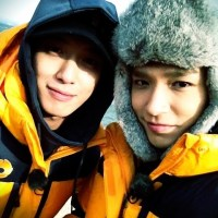 [Pic | Trans] 130109 SimonD Shares BTS Selca w/ Jung Yonghwa & Lee Jonghyun @ Running Man Set